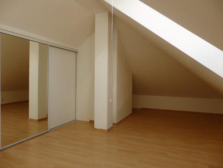 3.pokoj s vestavěnou skříní - Byt k pronájmu Praha