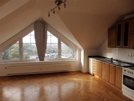 obývací pokoj s kuchyňskou linkou - Byt k pronájmu Praha
