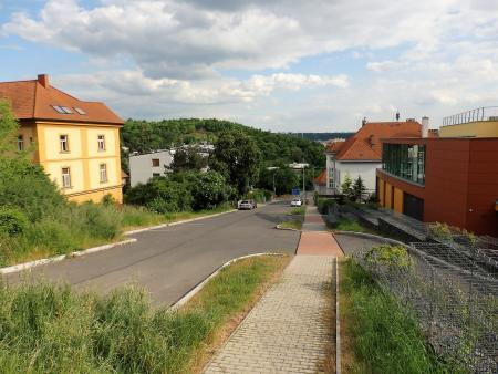 okolí domu - Byt k pronájmu Praha