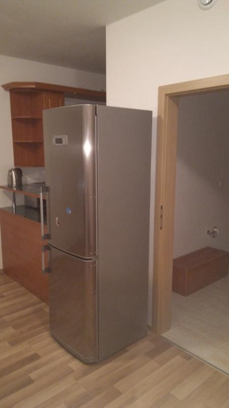 obývák a kuchyyně - Byt k pronajmutí Praha